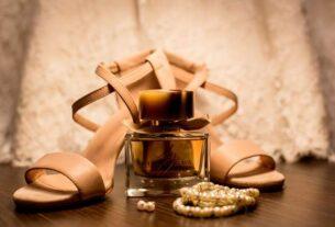 Letnie trendy – jak nosić biżuterię na stopę?