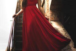 Wyjściowa sukienka na wieczorną imprezę - poradnik modnej stylizacji